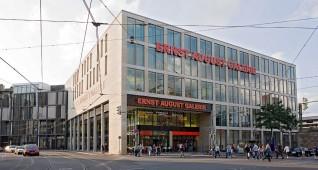 Fassade Ernst August Galerie. Aufgenommen vom Ernst August Platz aus.